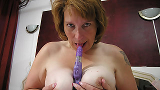 Masturbating housewife gets warm and horny