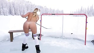 Tanned blonde amazing nude solo posing in outdoor