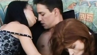 Babes takes their hardcore threesome outside