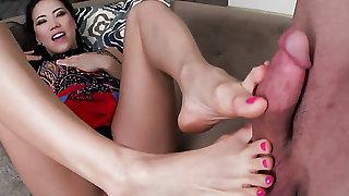 Oriental satisfies her sexual desires with