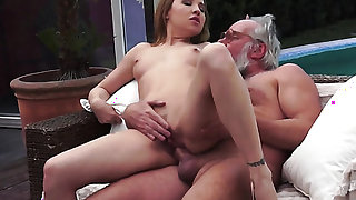 Teen cant stop sucking in steamy