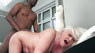 Mature tart with massive hooters enjoys the earth moving fuck