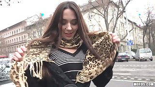 Russian amateur Carry Cherri is good at cock sucking
